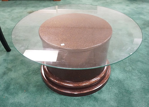 CONTEMPORATY COFFE TABLE WITH A ROUND BASE AND A GLASS TOP. 36 INCH DIA,