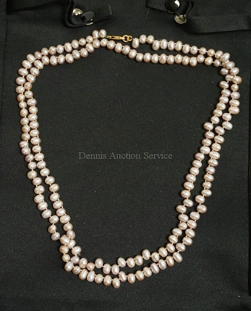 STRAND OF HAND KNOTTED NATURAL PINK PEARLS MEASURING 18 1/2 INCHES LONG. 18K GOL