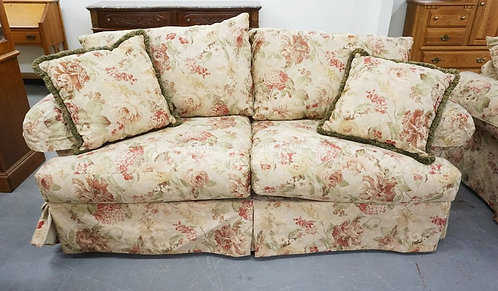 REGENCY MANOR SOFA IN FLORAL UPHOLSTERY. APPROX 88 INCHES LONG.
