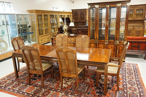 8 PIECE BERNHARDT DINING ROOM SET. TABLE, 6 CHAIRS, AND A CHINA CABINET WITH GLA