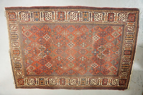 ANTIQUE FINELY WOVEN ORIENTAL RUG MEASURING 4 FT 4 INCHES X 6 FT 6 INCHES. HAS W