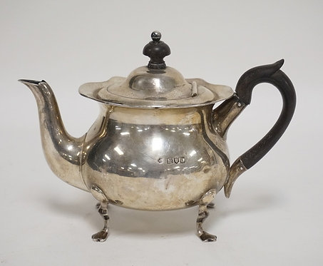 STERLING SILVER INDIVIDUAL TEAPOT. 11.54 TROY OZ.  LONDON, 1896. SOME SLIGHT IND