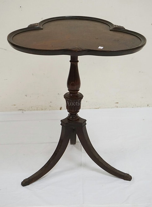 MAHOGANY LAMP TABLE WITH A TREFOIL TOP AND TURNED PEDESTAL. 25 1/2 INCHES HIGH.