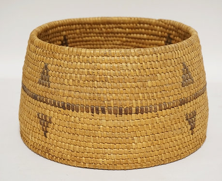 NATIVE AMERICAN INDIAN BASKET. 9 1/4 INCH DIA. 5 1/4 INCHES HIGH.