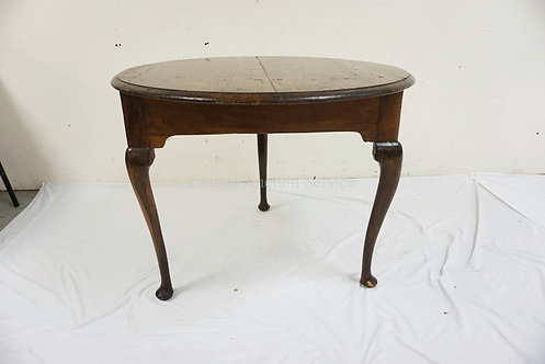 ANTIQUE OAK TAVERN TABLE WITH CABRIOLE LEGS. PEGGED CONTRUCTION. 33 3/4 INCH DIA