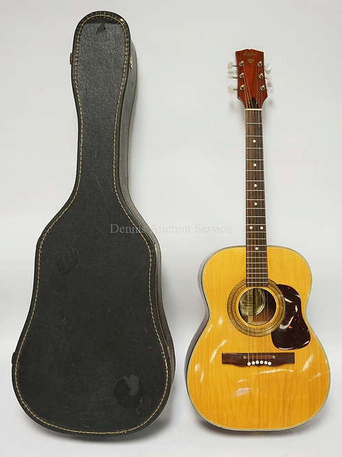 ESPANA GUITAR. MADE IN FINLAND. HAS CRAZING TO THE FINISH OVERALL. COMES WITH CA