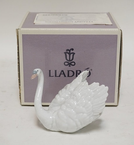 LLADRO SWAN WITH BOX. 3 3/4 INCHES HIGH.