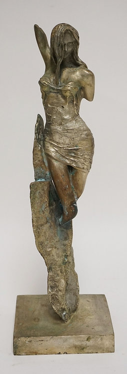 BRONZE SCULPTURE WITH A NICKEL FINISH OF A WOMAN. 15 INCHES HIGH.