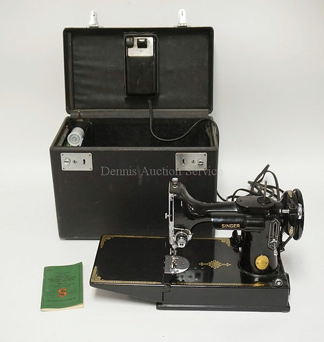 SINGER 221 FEATHERWEIGHT SEWING MACHINE IN VERY NICE CONDITION. SERIAL NUMBER AJ