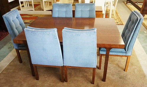 MODERN DINING TABLE WITH 6 CHAIRS AND THREE LEAVES. TOP MEASURING 41 1/8 X 62 1/