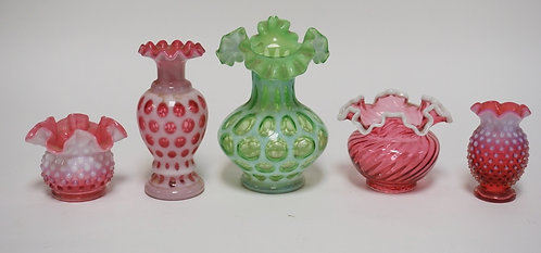 5 PIECE LOT OF FENTON ART GLASS. INCLUDES CRANBERRY AND GREEN OPALESCENT. TALLES