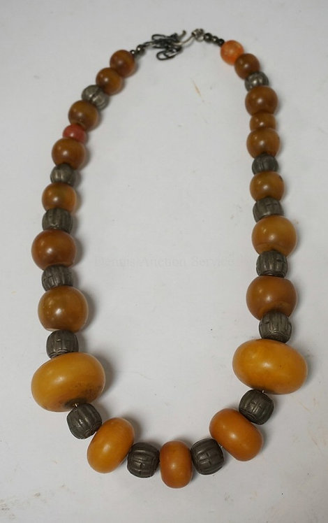 BEADED NECKLACE INCLUDING ANTIQUE AMBER AND METAL BEADS.