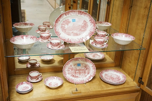 25 PIECES OF MEAKIN RED TRANSFERWARE IN THE *ROMANTIC ENGLAND* PATTERN. LARGEST