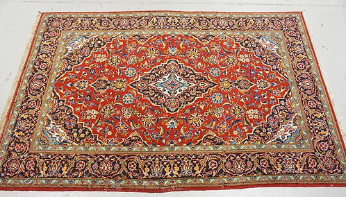 HAND WOVEN PERSIAN KASHAN AREA RUG WITH A MEDALLION CENTER. 8 FT 5 INCHES X 5 FT