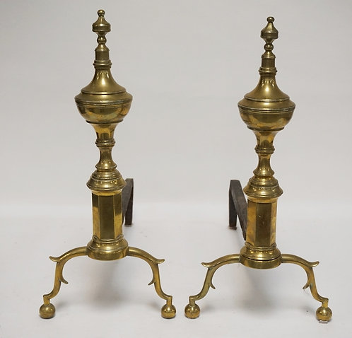 PAIR OF ANTIQUE BRASS ANDIRONS. 21 1/2 INCHES HIGH.