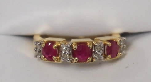 14K GOLD LADIES RING SET WITH ALTERNATING RUBIES AND DIAMONDS. APPROX SIZE 6 1/2