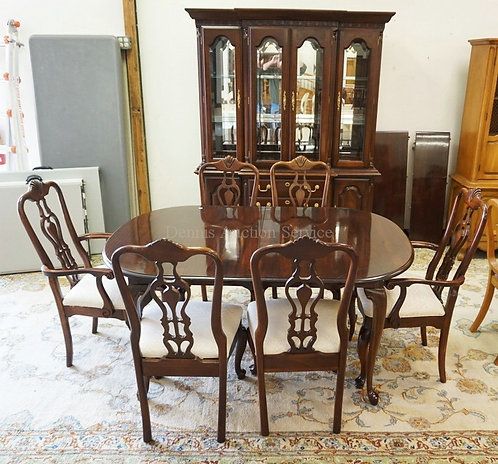 KINCAID 8 PC MAHOGANY DINING ROOM SUITE. LIGHTED BREAKFRONT WITH MIRROR BACK AND