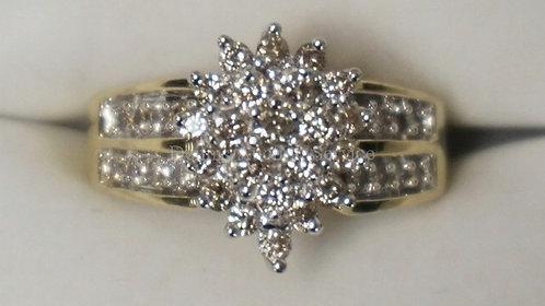 10K YELLOW GOLD DIAMOND RING. 1 CTTW. 3.20 DWT.