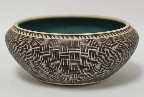 LESLIE THOMPSON NATIVE AMERICAN STYLED POTTERY BOWL MEASURING 9 1/2 INCHES IN DI