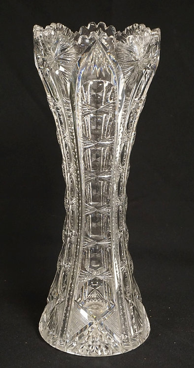 ANTIQUE CUT GLASS VASE MEASURING 13 3/4 INCHES HIGH. HAS 2 CHIPPED TEETH.