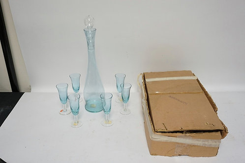 ITALIAN ALEXANDRITE GLASS LIQUOR SET. INCLUDES BOTTLE WITH STOPPER AND 6 GLASSES