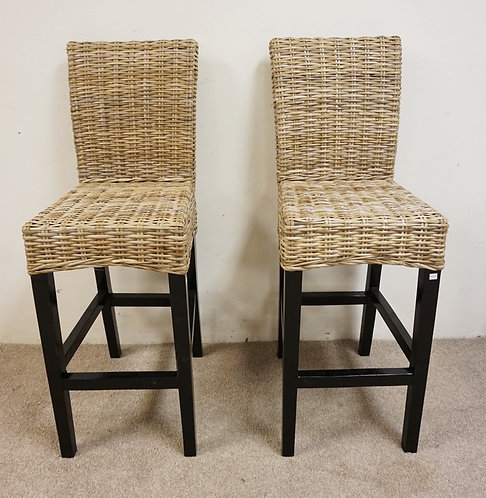 PAIR OF BAR STOOLS WITH WICKER SEATS AND BACK RESTS.