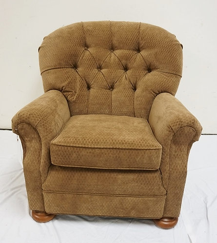 NEW FURNITURE LIQUIDATION TEMPLE TUFTED BACK ARM CHAIR. 38 IN H