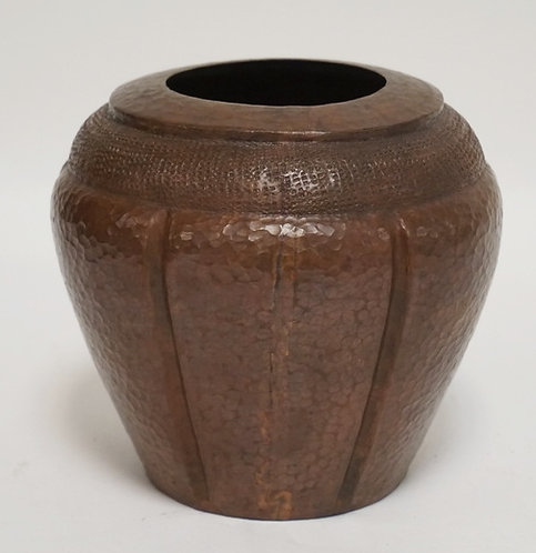 ARTS AND CRAFTS STYLE HAMMERED COPPER VASE. DOVETAILED CONSTRUCTION. 5 3/4 INCHE