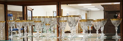 16 PIECES OF ELEGANT ETCHED STEMWARE WITH GOLD ENCRUSTED AND PATTERNED RIMS WITH