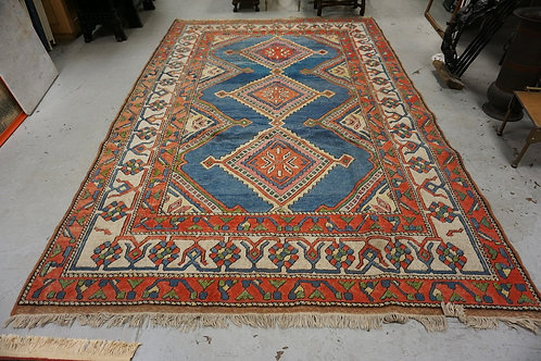 WOOL ORIENTAL RUG MEASURING 10 FT 6 INCHES X 7 FEET.