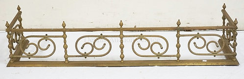 BRASS FIREPLACE FENDER WITH A ROPE TURNED DESIGN. 48 INCHES WIDE. 10 INCHES HIGH