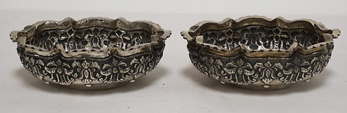PAIR OF .800 SILVER DISHES. HAND HAMMERED D�COR. 7.17 TROY OZ TOTAL.