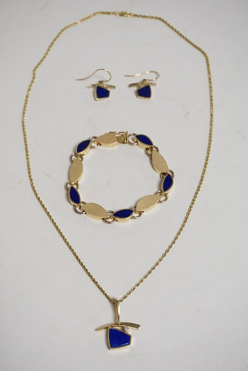 14K GOLD 4 PIECE SET. NECKLACE, BRACELET, AND 2 EARRINGS. EACH WITH INSET BLUE S