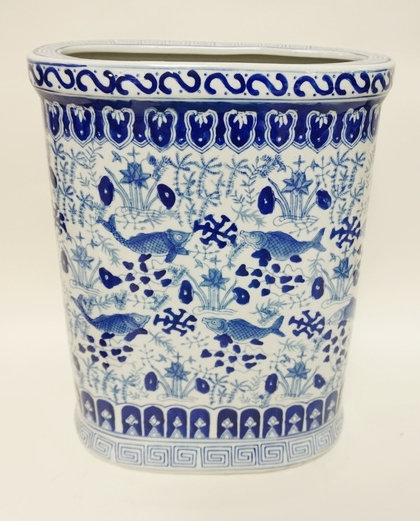 LARGE BLUE AND WHITE ASIAN VASE/UMBRELLA STAND WITH FISH AND SEAWEED DECORATION.