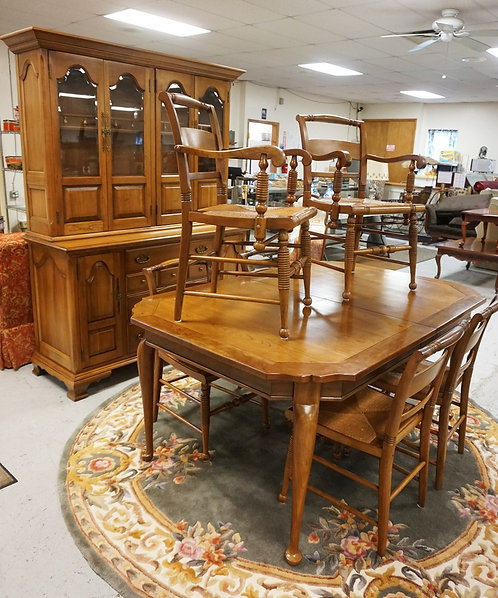 8 PC SOLID CHERRY DINING ROOM SUITE. TABLE WITH ONE LEAF, HUTCH AND 6 RUSH SEAT