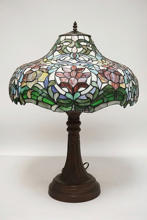 CONTEMORARY LEADED TABLE LAMP. 28 1/4 INCHES HIGH.