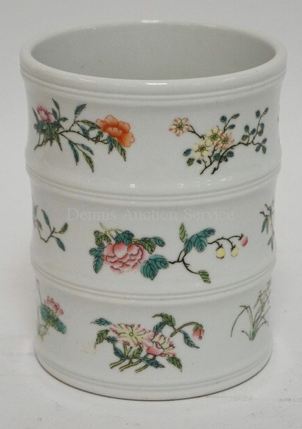 ASIAN PORCELAIN BRUSH JAR DECORATED WITH FLOWERS. CHOP MARK ON THE BOTTOM. 5 1/2
