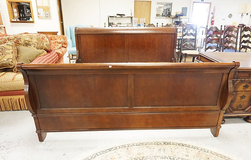 KIMBALL MAHOGANY KING SIZE SLEIGH BED. 80 1/4 IN WIDE. FRAME IS 84 IN LONG