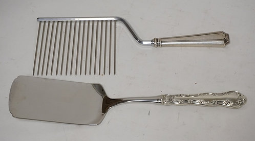 LOT OF 2 STERLING HANDLED SERVING PIECES. A CAKE BREAKER AND A SPATULA.