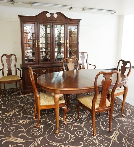 THOMASVILLE 8 PC DINING ROOM SUITE: OVAL TABLE WITH ONE 20 IN LEAF, 6 CHAIRS-2 A