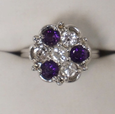 14K WHITE GOLD DIAMOND (1 CTTW) AND AMETHYST RING. 3.90 DWT. 4 ROUND DIAMONDS EA