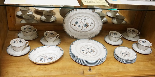 1241_26 PIECE ROYAL DOULTON *OLD COLONY* DINNERWARE SET. PLATTER IS 13 1/4 INCHE