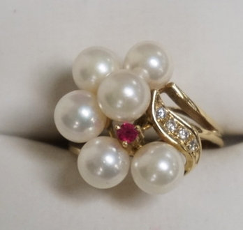 14K GOLD PEARL RING WITH A SMALL RUBY AND DIAMOND ACCENTS. 2.85 DWT.