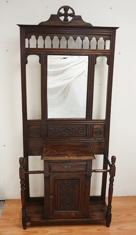 CARVED WALNUT HALL TREE WITH TURNED SPINDLES AND A BEVELED MIRROR. 35 1/4 INCHES