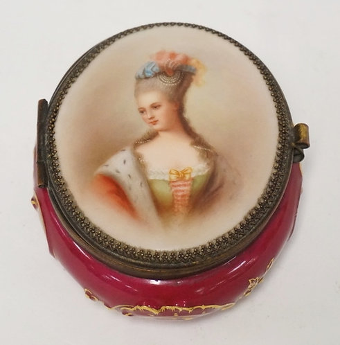 PORCELAIN TRINKET BOX WITH A PORTRAIT DECORATED LID. BLUE CROSSED SWORD TYPE MAR