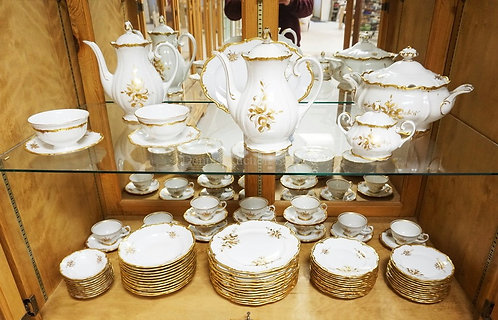 85 PC EBERTHAL, GERMANY DINNERWARE WITH GOLD ROSE DECORATION.