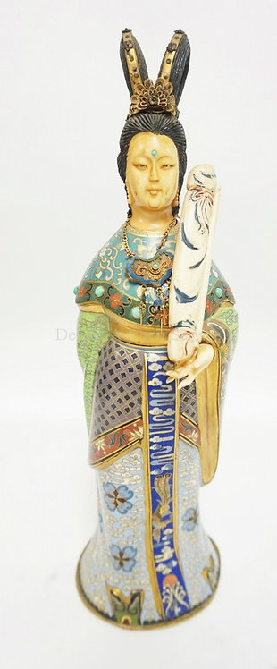 CLOISONNE FIGURE OF A WOMAN WEARING A BRASS MESH NECKLACE WITH TURQUOISE BEAD AN