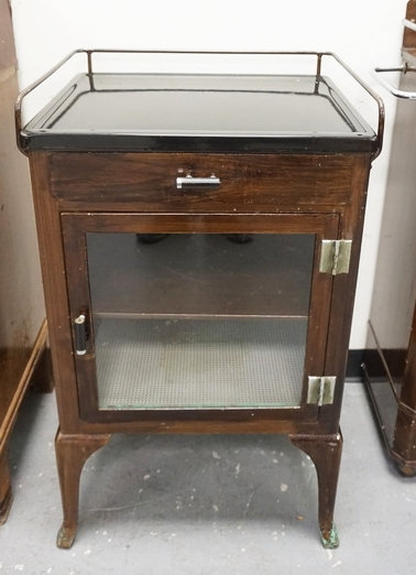 METAL DOCTORS CABINET WITH DRAWER AND GLASS DOOR,  20 1/2 IN WIDE, 34 IN H