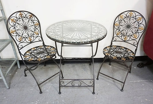 3 PIECE PATIO SET. A TABLE AND 2 FOLDING CHAIRS.