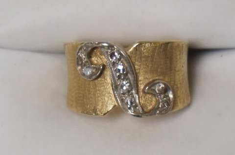 14K GOLD RING WITH CHANNEL SET DIAMOND ACCENTS. 4.35 DWT.
